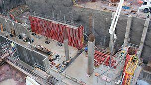 Kuvan oikealla puolella olevat 12 m korkeat pilarit valettiin PERI SRS- ja TRIO-järjestelmien yhdistelmällä. Tämän eritysratkaisun vinotukina toimi RS 1400 ja RSS-3 -tuet.