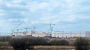 Fabrica de hârtie din Palm, King's Lynn, Marea Britanie - La doar 7 luni după începerea excavațiilor și a lucrărilor de fundare a avut loc ceremonia de deschidere; 8 luni mai târziu, a început producția în August 2009.