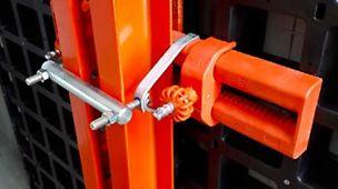 Zum Schalen von einhäuptigen Wänden mit Stützböcken und dem Verbundschalungssystem DUO steht ab sofort die Hakenbride SB DUO zur Verfügung. Diese dient zur Verbindung von PERI Stützböcken SB-A0, A, B, C, SB-1, SB-2, SB-L und DUO Paneele in Kombination mit dem Ausgleichsriegel DUO 62.