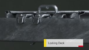 Der integrierte Bügel des Belags untergreift den rechteckigen Riegel und sichert damit die Belagsposition. Die PERI UP Beläge sind also nach dem Einlegen ohne Zusatzbauteile gegen Abheben gesichert. Bei Bedarf können die Beläge später auch feldweise ausgebaut werden, z. B. zum Einbringen von Material.