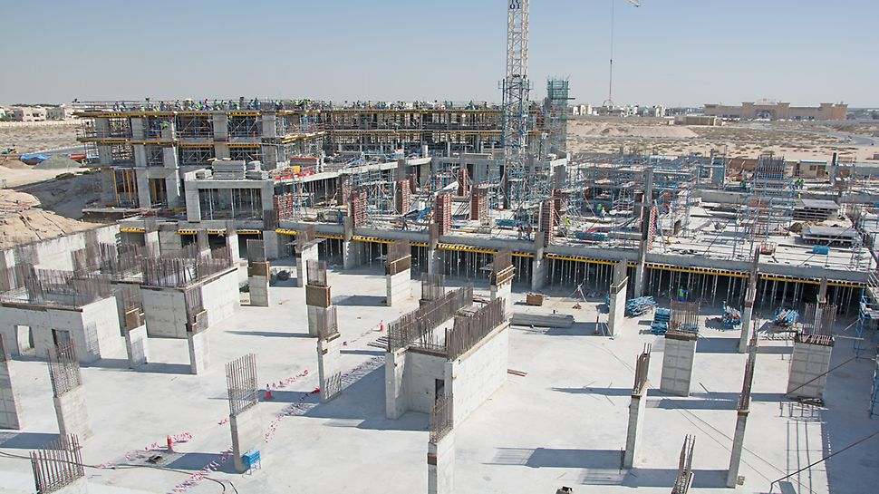 Columns are progressing fast due to the LICO column formwork system that allows fast shuttering and flexible adjustments with a variety of panel sizes available.