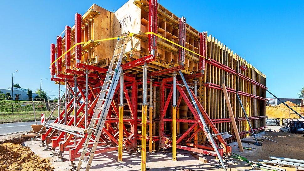 Kompletne rozwiązania i systemy gwarantują bezpieczeństwo realizacji bez względu na poziom ryzyka, czy zmienności obciążeń. Dzięki kozłom SB dziobowa ściana kadłuba statku mogła być wykonana bezściągowo.