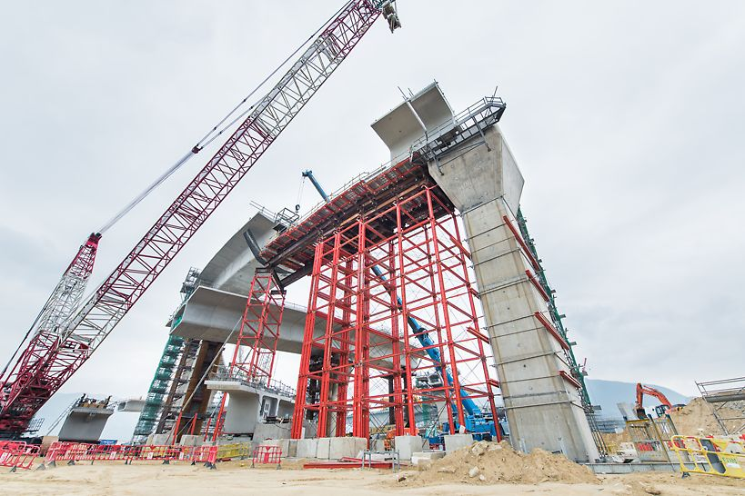 18m high VST towers were erected on site for F3 end span