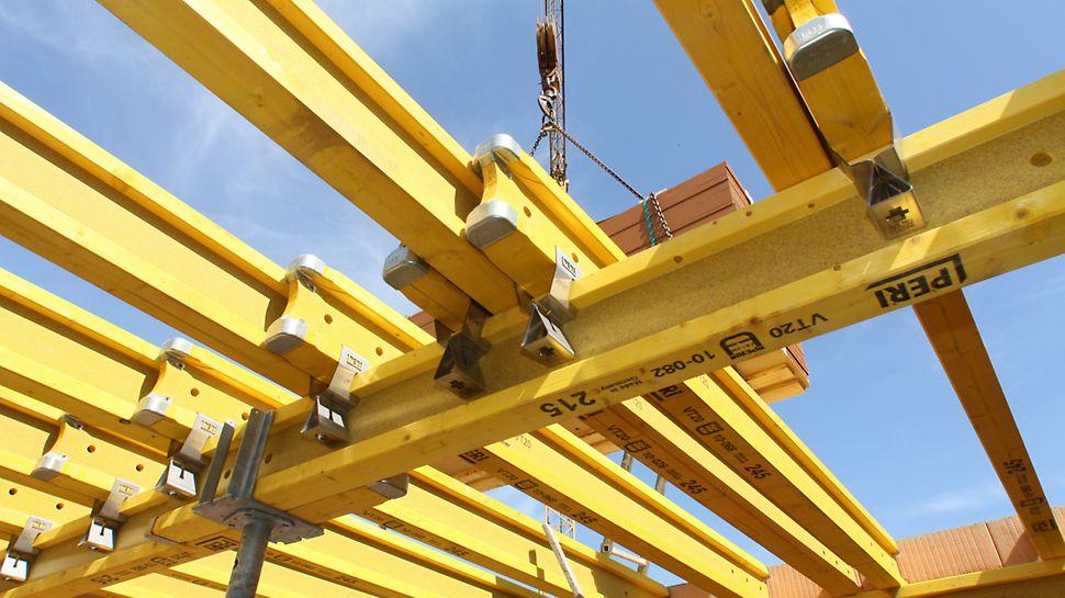 Dřevěný plnostěnný nosník PERI VT 20K jako horní a spodní nosník v bytové výstavbě.