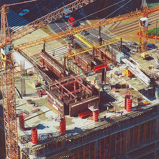 RONDO 1, Warschau, Polen - Die PERI Rundsäulenschalungen erlauben schnellste Betoniergeschwindigkeiten bis zu einem Frischbetondruck von 150 kN/m² bei einem hervorragenden Oberflächenergebnis.