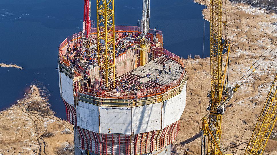 Za realizaciju jezgra spiralne forme nebodera PERI je izradio efikasno rešenje i isporučio oplatu zasnovanu na ACS samopenjajućim konstrukcijama. Odvijanje radnih procesa nezavisno od vremenskih uslova i bez upotrebe krana dodatno ubrzava process izgradnje.