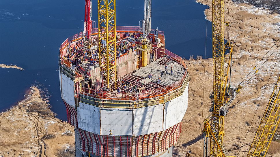 For the spiral-shaped core of the high-rise structure, PERI planned and delivered an efficient formwork solution based on the ACS Self-Climbing System. Crane and weather-independent work operations accelerated the construction progress.