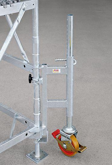 Mutarea turnurilor de eșafodaj prin cuplarea roților de transport UEW (cu dispozitiv de blocaj integrat)