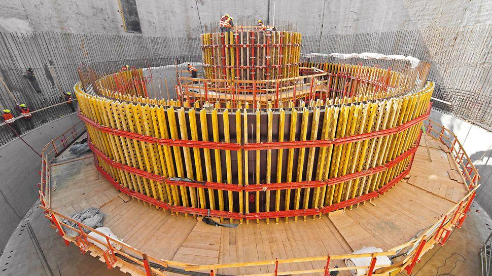 Retenční nádrž, Brno: Oboustranné stěnové nosníkové bednění VARIO tvoří kruh jako mnohoúhelník.