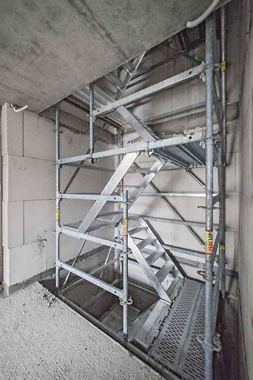 Escalera PERI UP Flex Alu 75: Las zancas cortas de 75 cm de ancho, ofrecen máxima flexibilidad, para espacios confinados y geometrías estrechas.