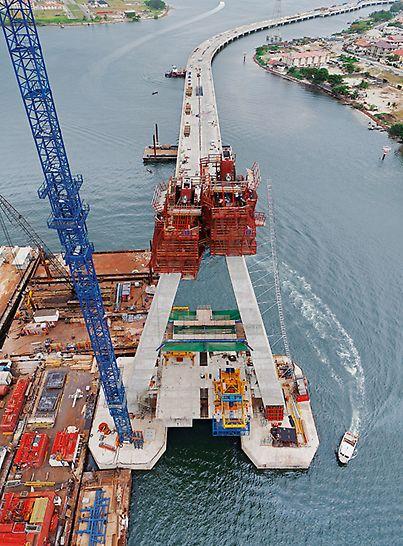 Most Lekki-Ikoyi, Lagos, Nigerija - most Lekki-Ikoyi ukupne je dužine 1.357 m i povezuje dvije gradske četvrti: Lekki na Victoria Islandu i Ikoyi na Lagos Islandu.