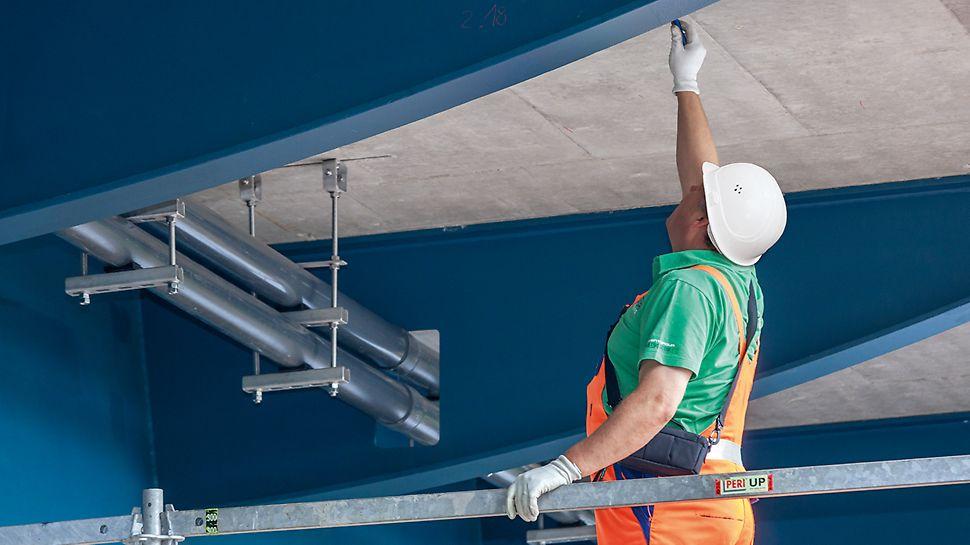 Gerüstbauer auf LGS Fachwerkbinderlösung für beschleunigte Arbeitsvorgänge