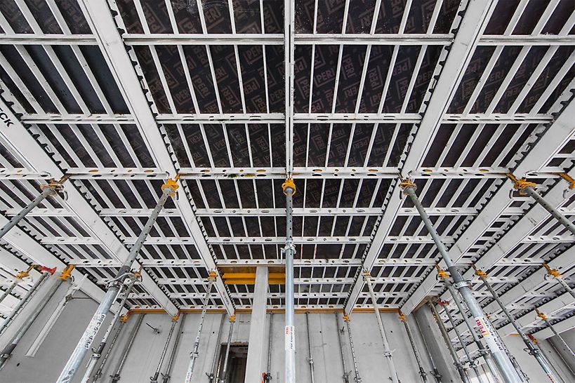 """""""Viertel Zwei – Rondo"""" Obytný park: Panelové stropní bednění SKYDECK zajišťovalo při zhotovení stropů dodržení stejné rychlosti bednění, jaká byla na začátku u stropu v podzemní garáži."""