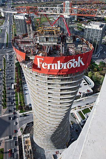 Absolute World, Missisauga, Kanada - Am nördlichen Tower klettert die RCS Einhausung schräg nach oben – hydraulisch und dadurch kranunabhängig mit dem RCS Selbstkletterwerk.
