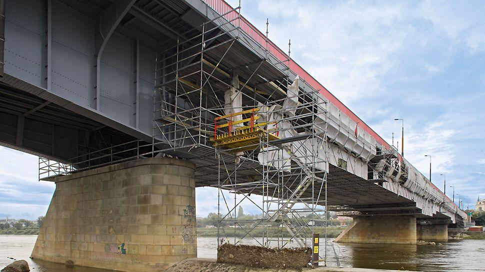 Rozpiętość platformy rusztowaniowej pod mostem wynosiła 22,50 m.