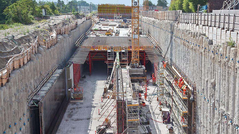 Tunnelbau in teilmonolithischer offener Bauweise.