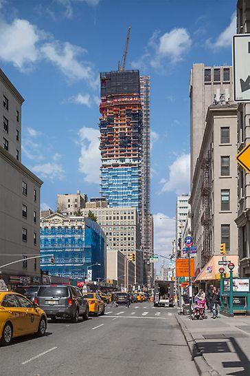 Das Schweizer Architektenteam Herzog & de Meuron entwarf den außergewöhnlichen, 250 m hohen Wohnturm in Manhattan.