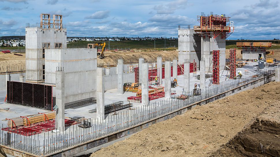 For construction of the new Hexagon office complex in Calgary, MAXIMO Panel Formwork with its single-sided MX tie technology saved valuable working time. The MAXIMO Shaft Corner also provided site personnel with a fast, safe method for striking and moving the core formwork units.