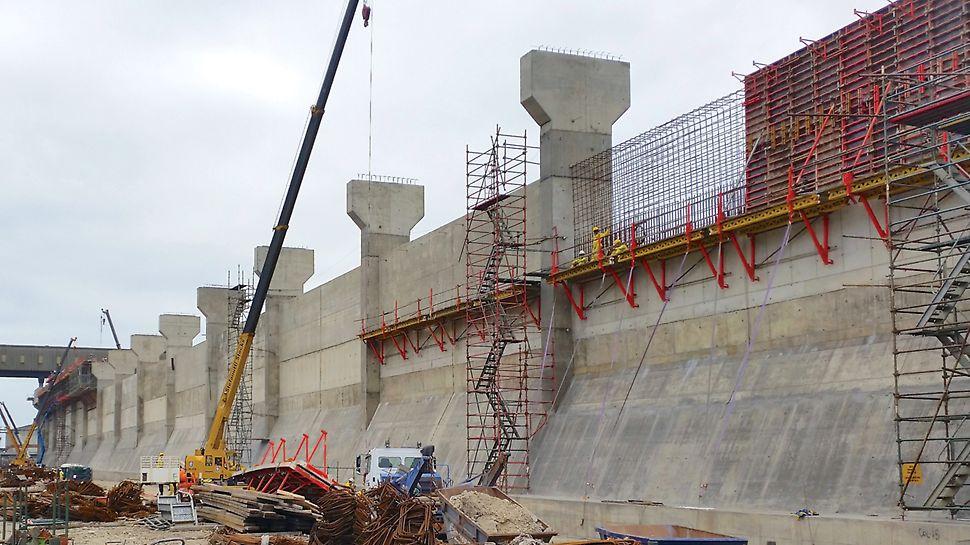 Transnet Port Terminals, Richards Bay - efficient PERI formwork solutions for port terminal storage areas