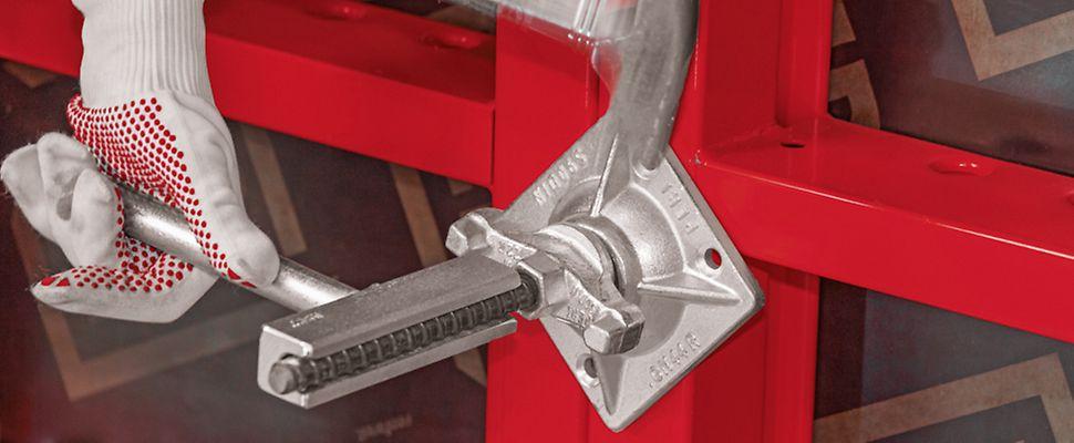 Auf der Baustelle sind es oftmals die kleinen Werkzeuge, die am häufigsten zum Einsatz kommen. Auch beim Ein- und Ausschalen wird verschiedenes Werkzeug eingesetzt. Eine praktische Lösung ist das Zubehör von PERI.