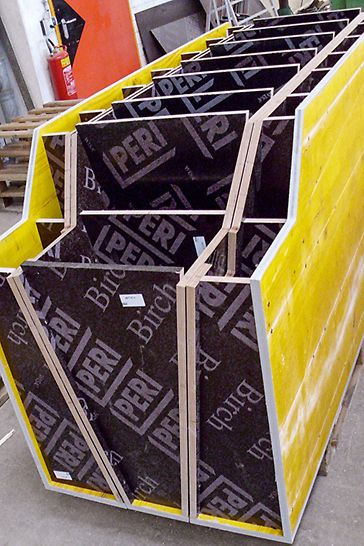 An important element of individual project support is the formwork assembly. PERI uses state-of-the-art machines to produce cut-to-size plywood sheets and all types of special formwork.