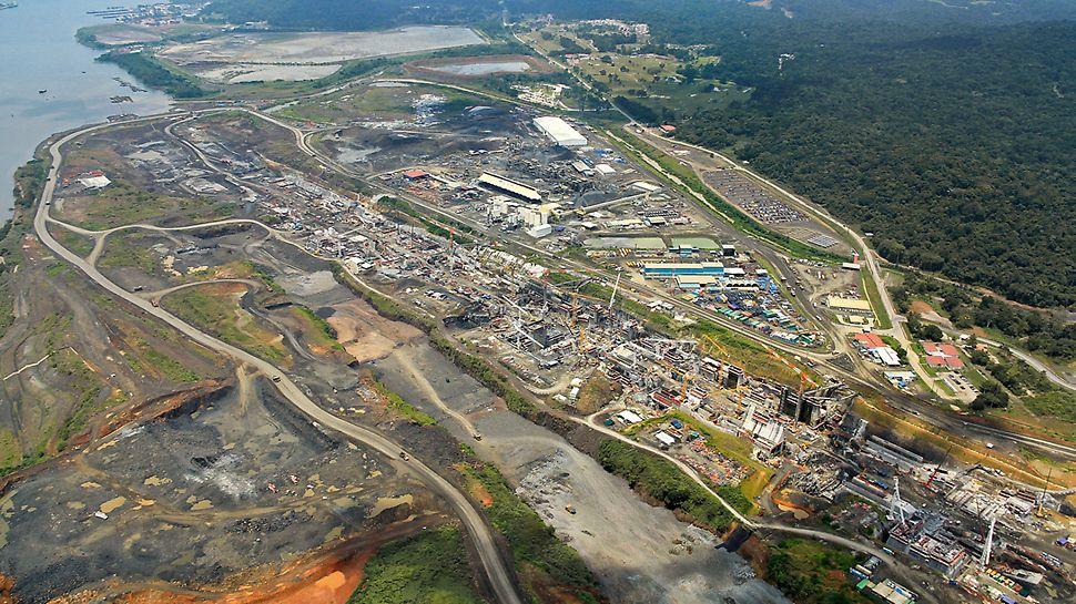 Tercer juego de esclusas del Canal de Panamá - El sistema de esclusas de Miraflores en la costa del Pacífico es de alrededor de 1,8 km de largo y levanta los buques utilizando tres cámaras a una altura de 26 m sobre el nivel del mar.(Fotografía: ACP)