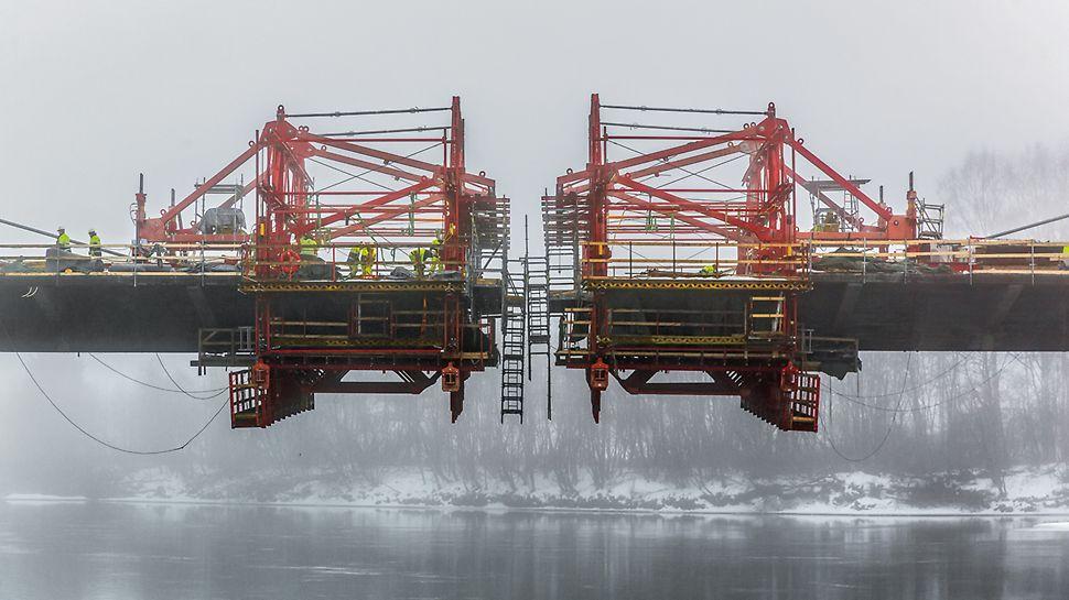 Most Harpe Bru: Celkem 4 vozy pro letmou betonáž VARIOKIT pomáhaly rychlému postupu výstavby a finálnímu spojení mostu v prosinci 2015.