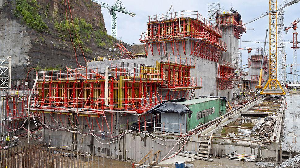 Plavební komory Panamského průplavu: Díky návrhu bednění a lešení PERI je možné velké konstrukční díly, jako zde u zdymadla Miraflores, vyrobit rychle a hospodárně.