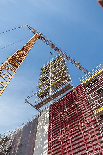 Due to the tension-proof connections, entire large-sized units can be moved by crane