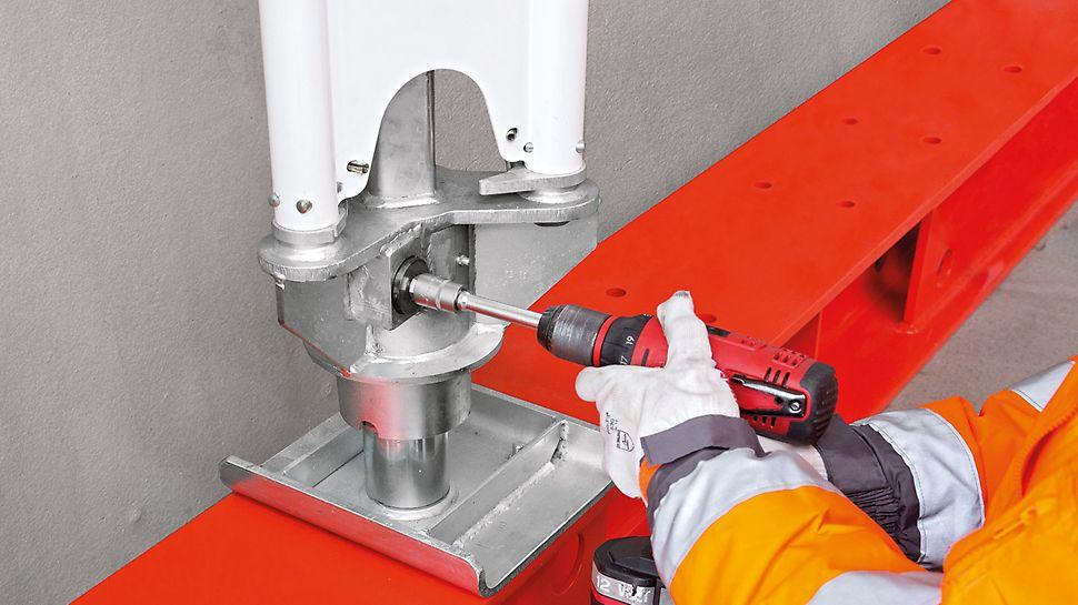 PERI Schwerlaststütze HD 200 - auch bei 20 t Last kann dank des Absenkgetriebes leicht und kontrolliert um 10 cm abgesenkt werden.