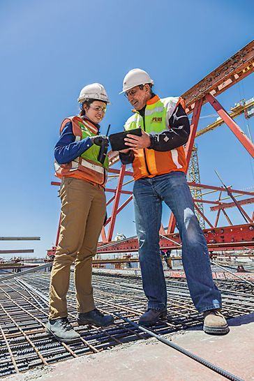 Auf der Baustelle standen stets PERI Projektkoordinatoren bereit, um den Ausführenden, mit ihrer jahrelang gesammelten Erfahrung und Know-How zur Seite zu stehen.