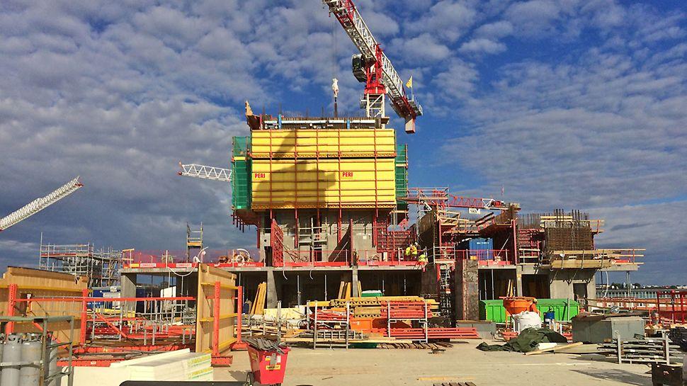 Ensimmäinen tornitalo, Majakka, rakentuu kiipeävän RCS-järjestelmän avulla.