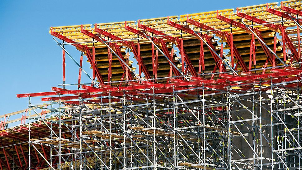 Motorway Bridge D1, Považská Bystrica, Slovakia - Raised formwork units made of standardized system components taken from the VARIOKIT engineering construction kit form the external web formwork and cantilever formwork.