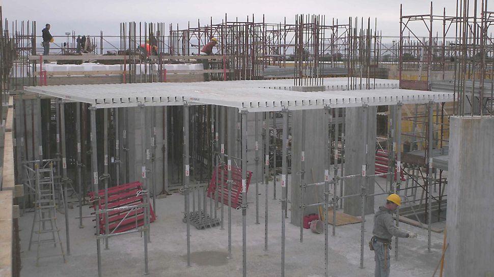 Progetti PERI: Cittadella dell'Economia di Capitanata, Foggia - Per la realizzazione dei solai sono stati utilizzati 2.000 mq di cassaforma GRIDFLEX