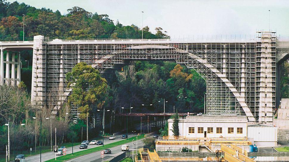 Viaduto Duarte Pacheco - Cobertura total do arco principal com PERI UP Rosett