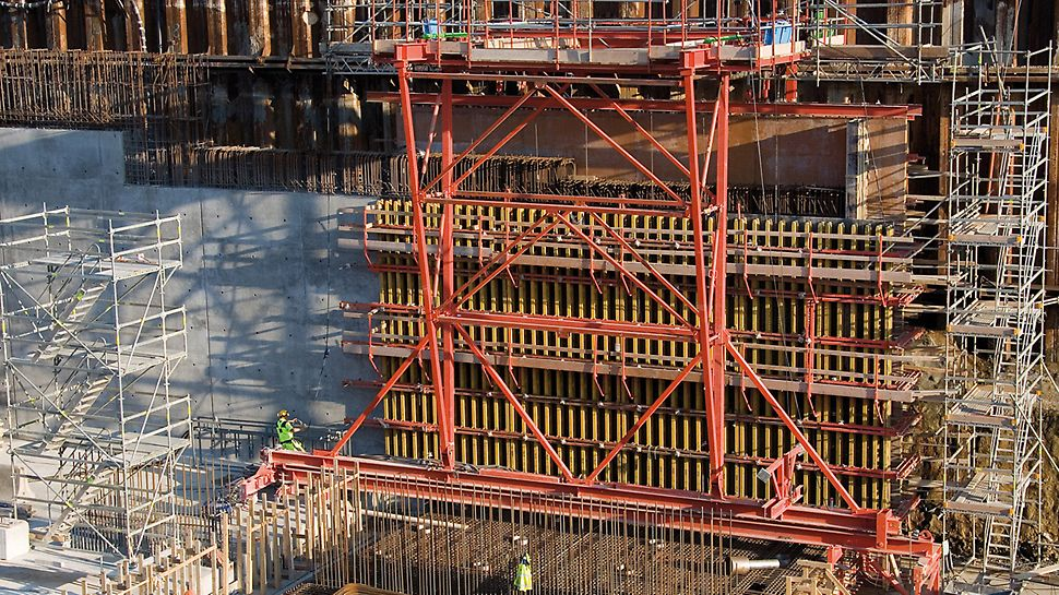 Citytunnel Malmö, Sweden - The variable PERI VARIO GT 24 girder wall formwork could be positioned exactly by means of the formwork carriage.