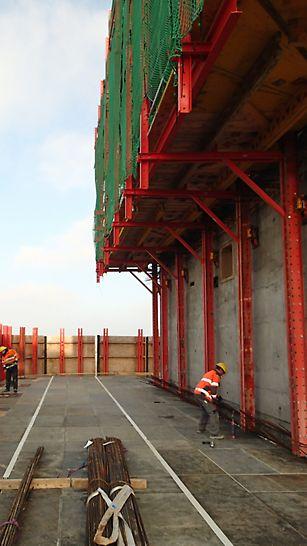 Mærsk - SKYDECK monteret sikkert bag beskyttelses paneler