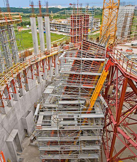 Chrám Božské prozřetelnosti: Běžně pronajímané systémy bednění a lešení jako i zvláštní konstrukce navržené přímo pro tuto stavbu – ideálně zkombinované.
