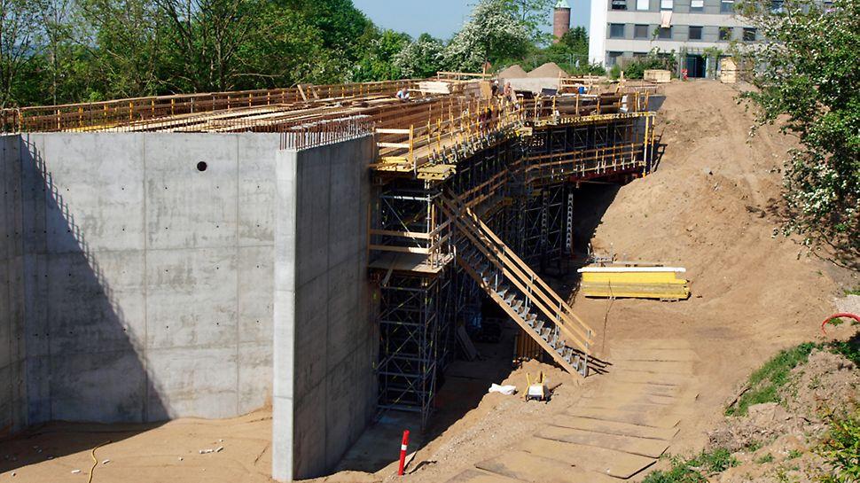 Varbergparken bro - Komplet opstilling med et ekstra niveau med arbejdsdæk.