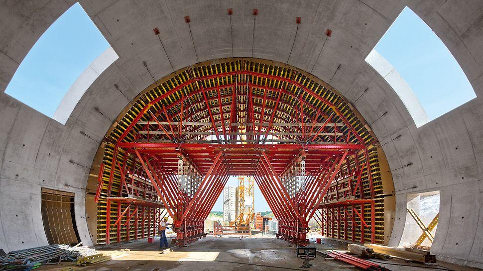 Tunnel mit zugeschnittener VARIOKIT Schalwagenlösung