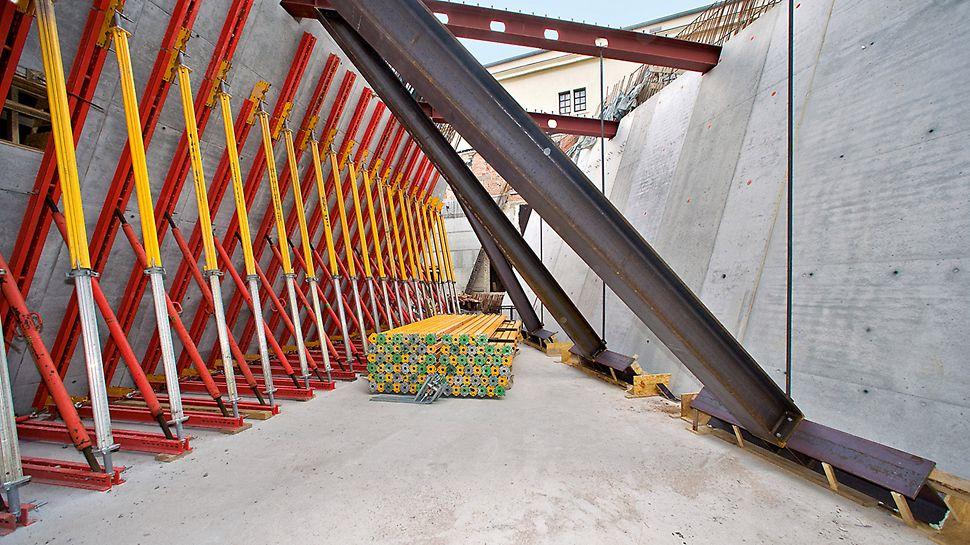 Vojenské historické muzeum Drážďany: Ze statických důvodů musely být všechny stěny a stropy až do dokončení kompletní hrubé stavby ekonomicky výhodně podepřeny se systémovými díly z portfolia PERI.