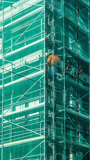 STEIN 2, Bratislava - Bezpečnosť pracovníkov na stavbe okrem základných zarážok na vonkajšej strane zaisťovali aj vnútorné zábradlia.
