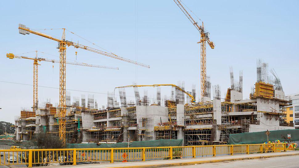 UTEC University Campus, Lima, Peru - Die tribünenartig angeordneten Geschosse und die rückgeneigte Nordfassade erforderten eine detaillierte Schalungs- und Gerüstplanung der PERI Ingenieure.