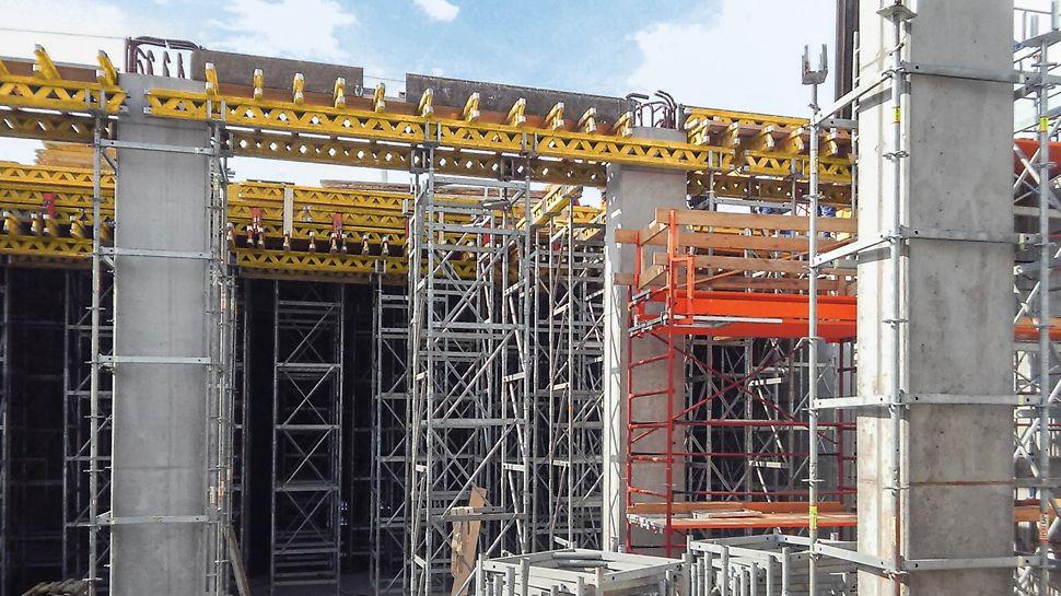 Riadiace stredisko Duslo Čpavok 4, Šaľa - Debnenie prievlakov a stropu podperným systémom ST 100 a stropným debnením MULTIFLEX