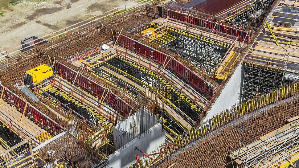 Das Projekt in Zahlen: 19.000 m² Stahlbetondecken und 26.500 m² Wandfläche – davon 16.500 m² in bester Sichtbetonqualität.