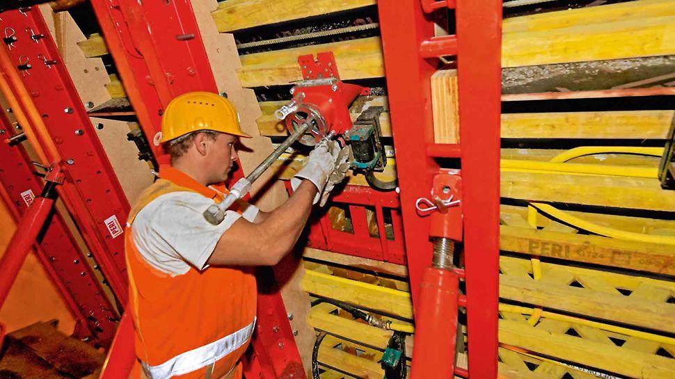 PERI VTC Cassaforma traslabile per gallerie - Le bocchette di getto e di raccordo per le pompe per calcestruzzo e i vibratori possono essere progettati e forniti in base alle specifiche esigenze di ogni progetto