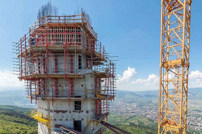 Prilikom realizacije tela tornja korišćen je RCS-C sistem penjaja po šinama. Sa spoljašnje strane postavljana je VARIO, a sa unutrašnje TRIO oplata zidova, zbog skučenog prostora.