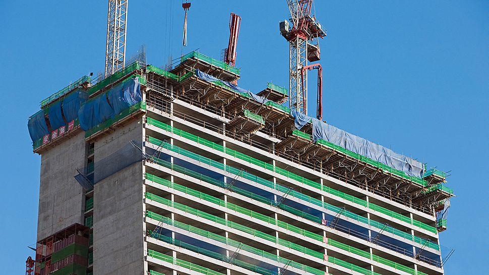 Marina Bay Sands, Singapur - korišćenjem PERI SKYTABLE modularnih stolova istovremeno su realizovane po dve kompletmne etaže.