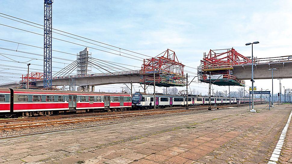 Přemostění železničního uzlu Krakov-Plaszóv: Zhotovení 252 m dlouhého překlenutí železničního uzlu Krakov-Plaszóv probíhalo s pomocí 4 zařízení pro letmou betonáž VARIOKIT.