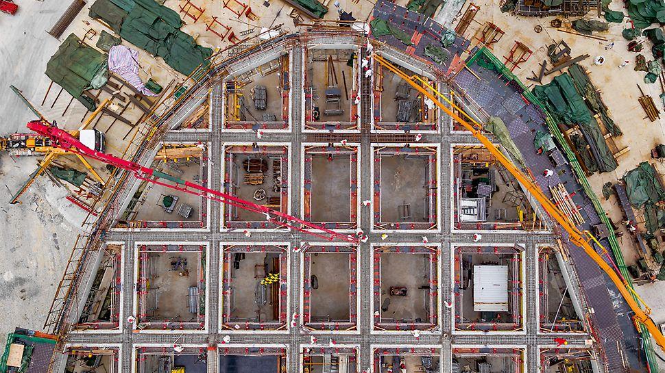 Ve fázi plánování se projektanti rozhodli předem zamýšlenou metodu výstavby změnit. Kromě jiného bylo rozhodnuto, že budou stropy a průvlaky betonovány zvlášť. Výsledek: systémová bednění je možné nasadit velmi efektivně, čímž byla doba výstavby zkrácena o 6 měsíců.
